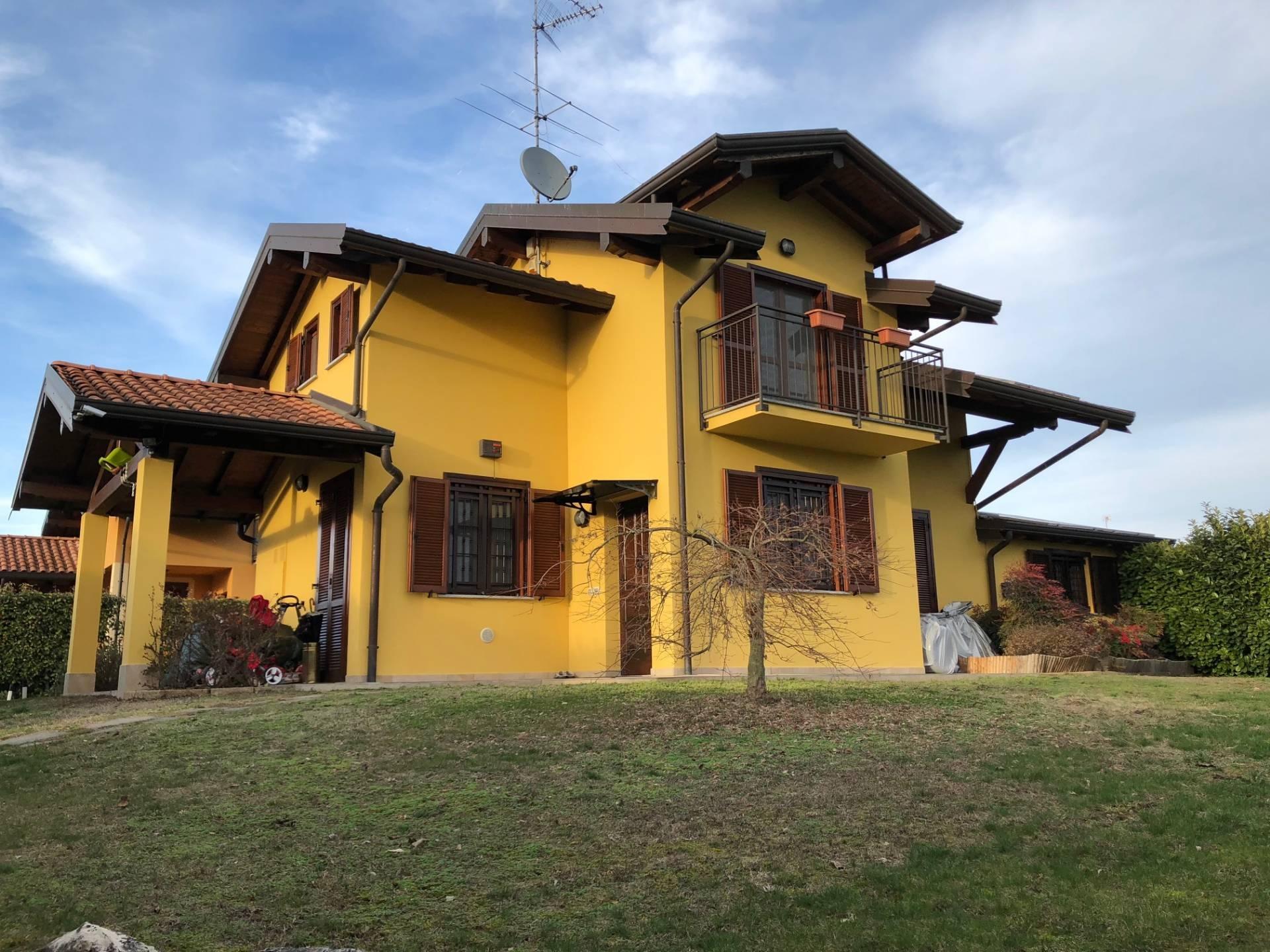 Villa Mezzomerico